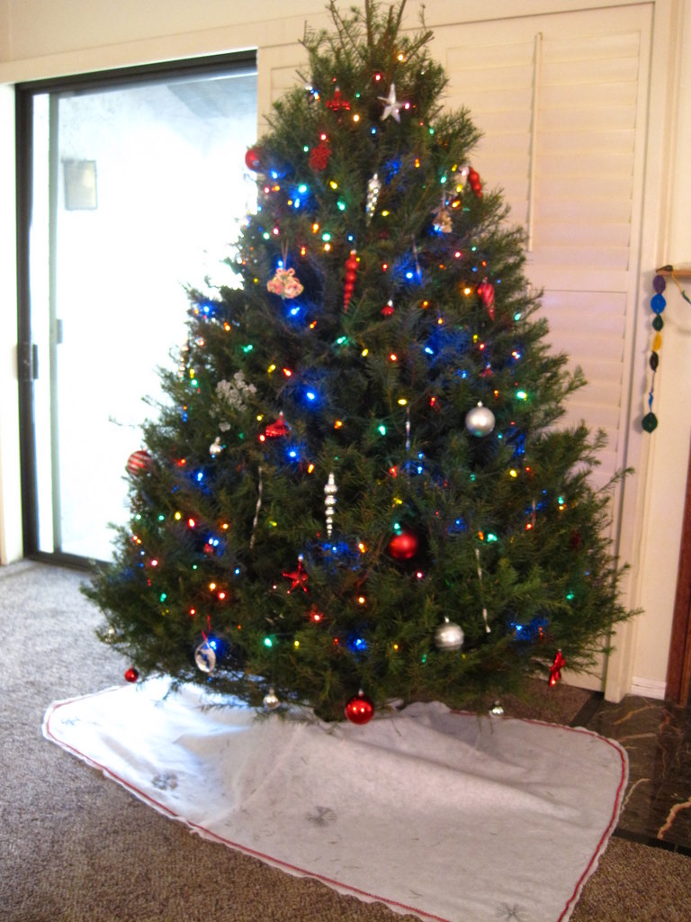 Easy diy christmas tree skirt