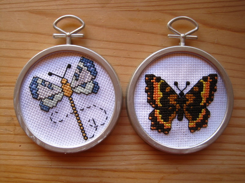 i finished this little butterfly cross stitch over the weekend and promptly put it in its tiny frame i should have added a quarter for scale